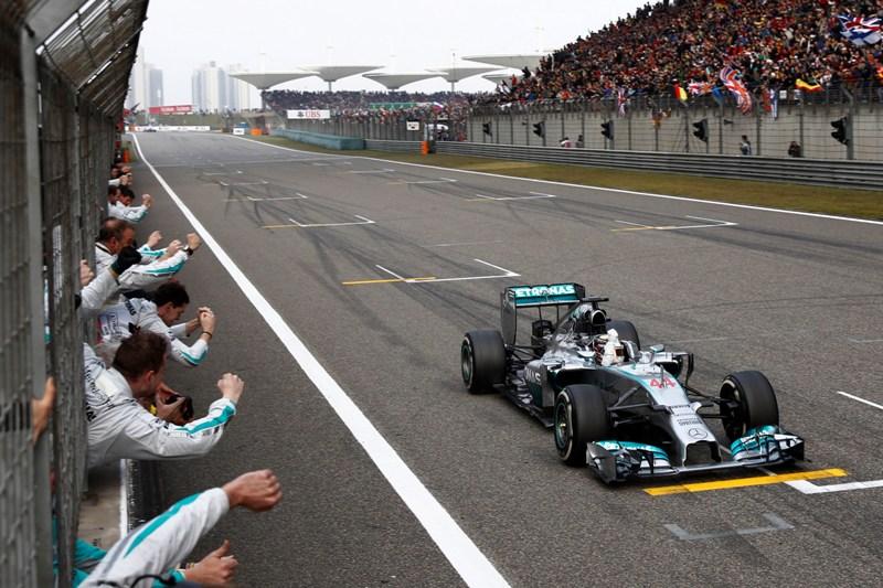 Hamilton domineert (weer), Vettel klaagt, en de belangrijkste quotes van zondag in China